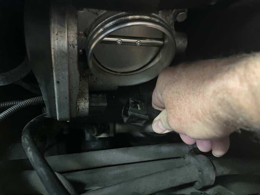 bmw n52 intake manifold removal - Unplug the throttle body
