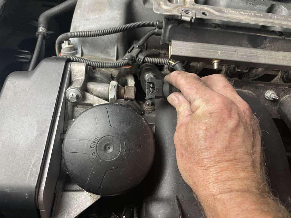 bmw n52 intake manifold removal - unplug the oil pressure switch