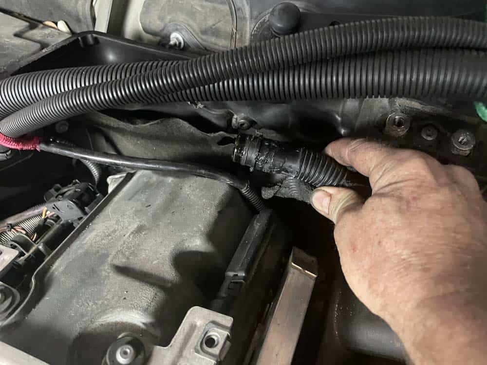 bmw n52 intake manifold removal - Remove the crankcase breather hose