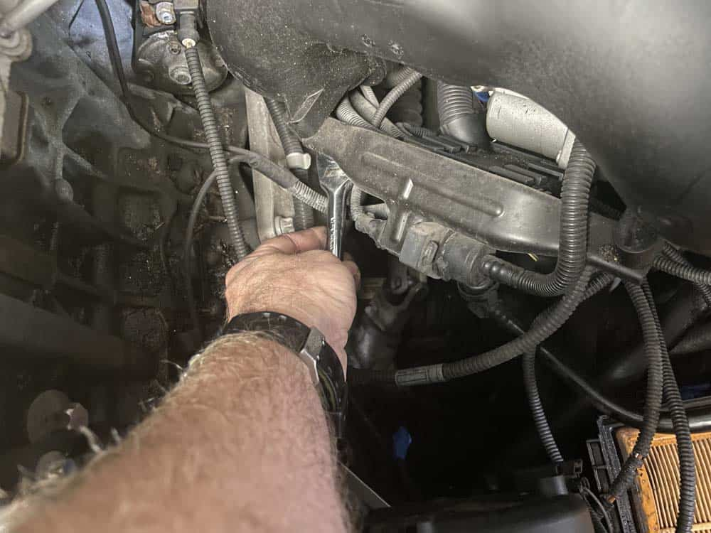 bmw n52 intake manifold removal - Remove the wiring harness mounting bolts