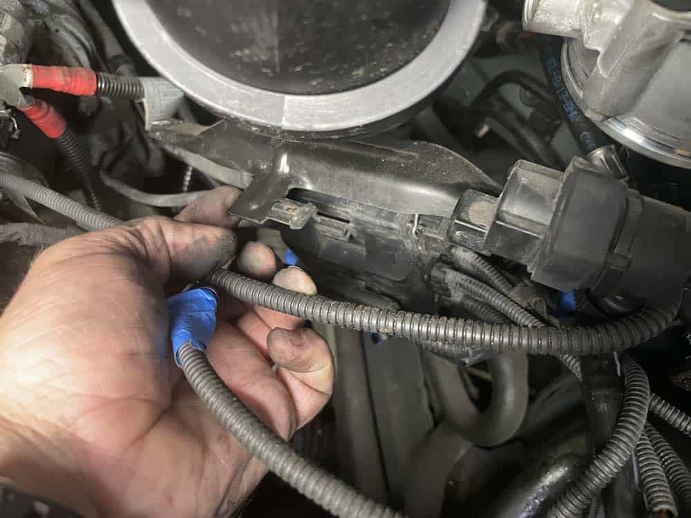 Pull the fuel tank vent valve off of the wiring harness bracket